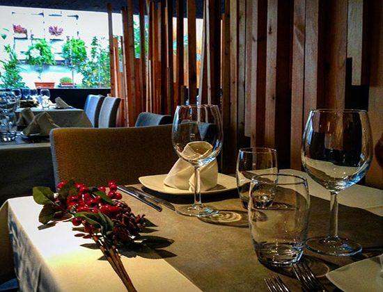 bonita-decoracion-en-restaurante-Tributo-Valencia