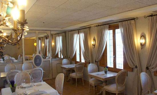 comedor-elegante-en-hotel-la-Mozaira